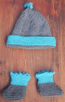 Baby beanie and booties - Knitting kit